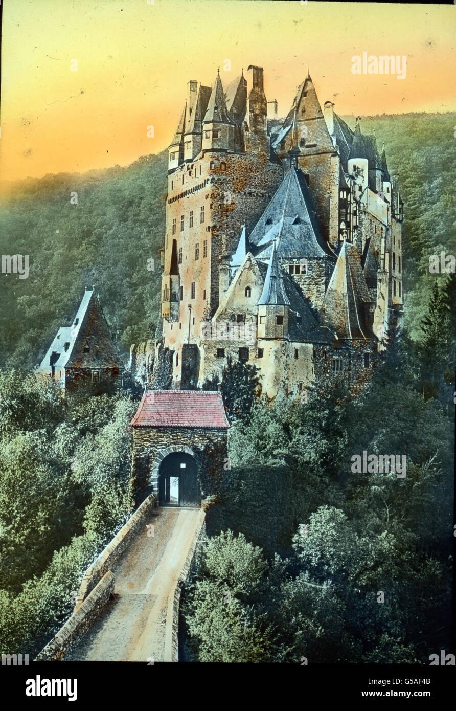 Die Burg Eltz. Germany, 1910s, 1920s, 20th century, archive, Carl Simon, travel, history, historical, castle, architecture, - Stock Image