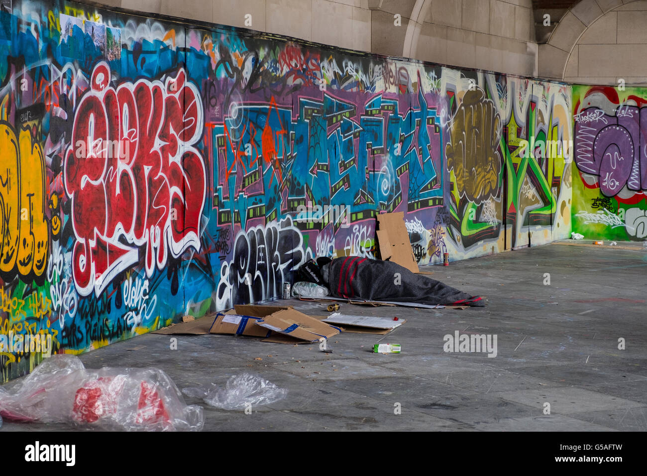 homeless vagrant person sleeping rough street - Stock Image