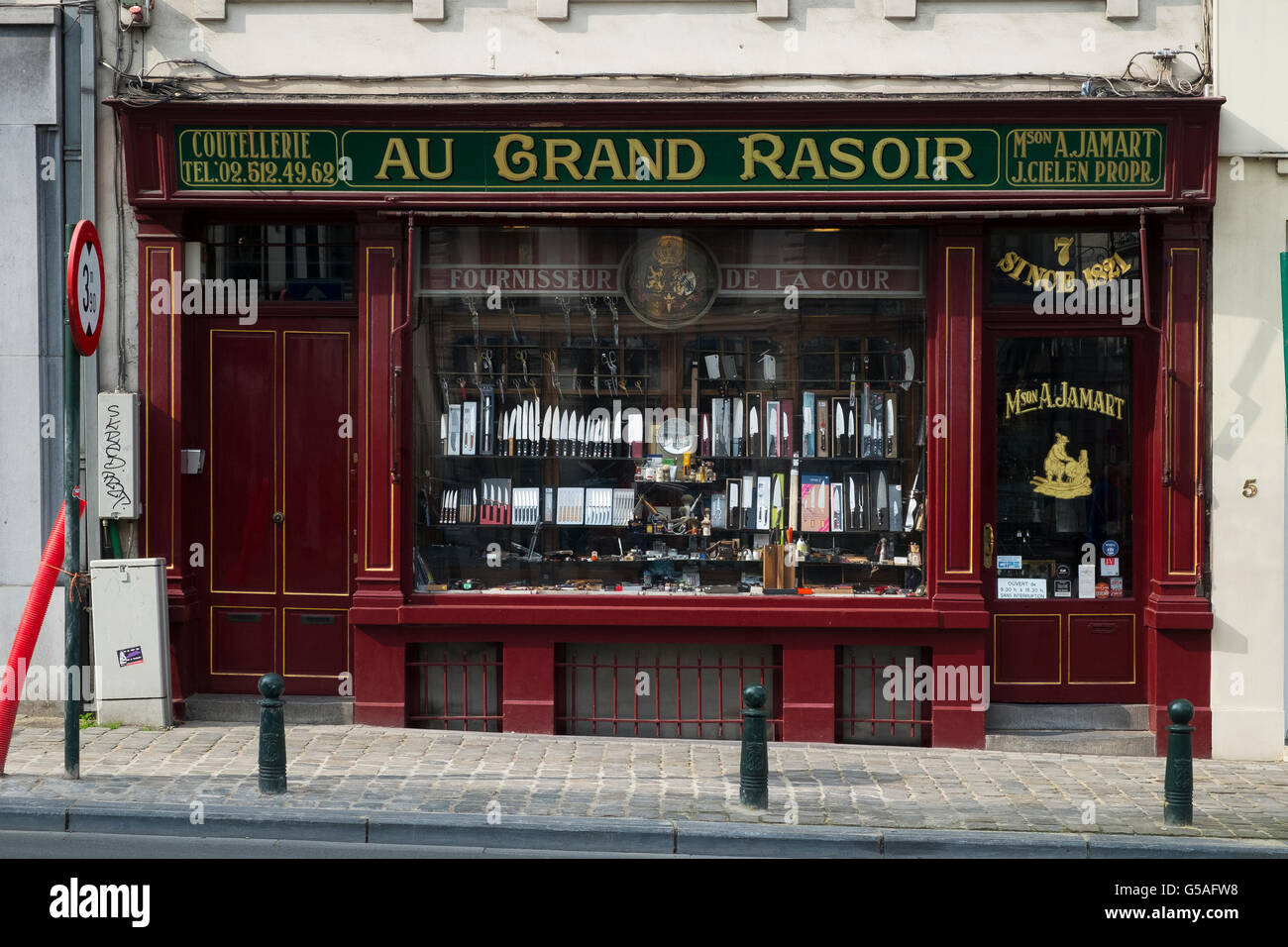 knife razor cutler rasoir shop shopfront brussels - Stock Image