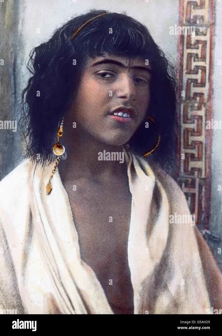 Ein Mädchen aus dem Volk der Berber. Morocco, Africa, Northern, Maghreb, Maghrib, travel, 1910s, 1920s, 20th century, Stock Photo