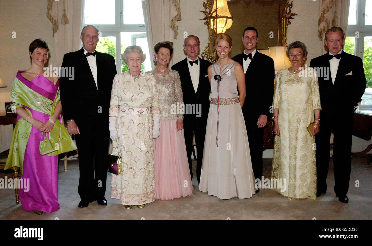 royalty queen elizabeth ii state visit to norway stock photo rh alamy com