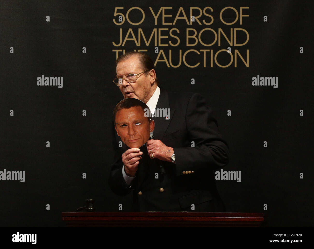 3abe018d5a James Bond Roger Moore Stock Photos & James Bond Roger Moore Stock ...