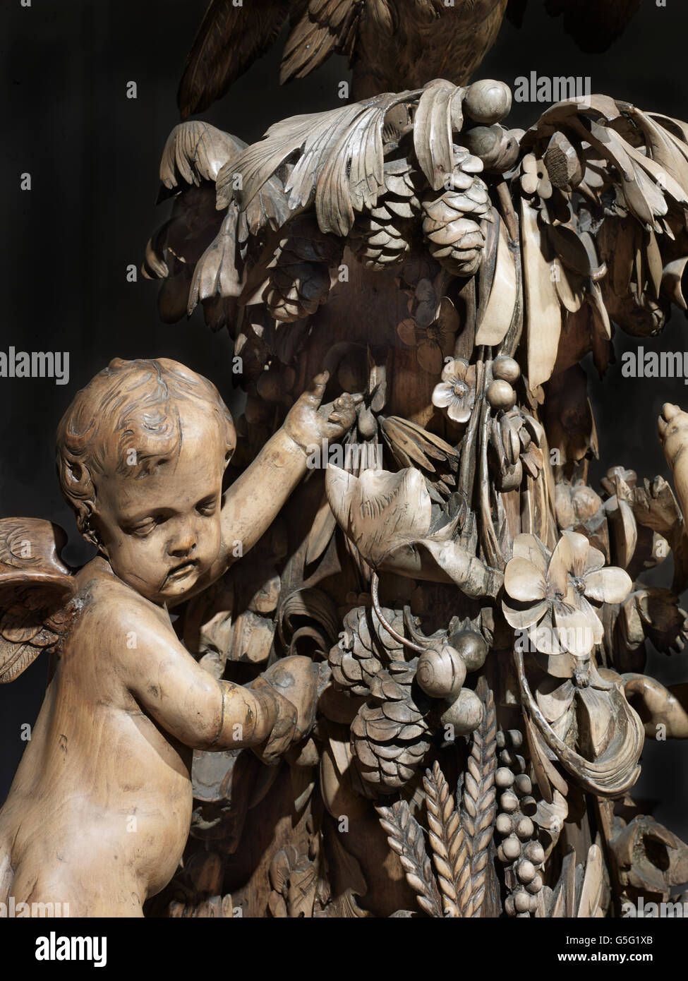 All Hallows by the Tower: Grinling Gibbons font cover detail - Stock Image
