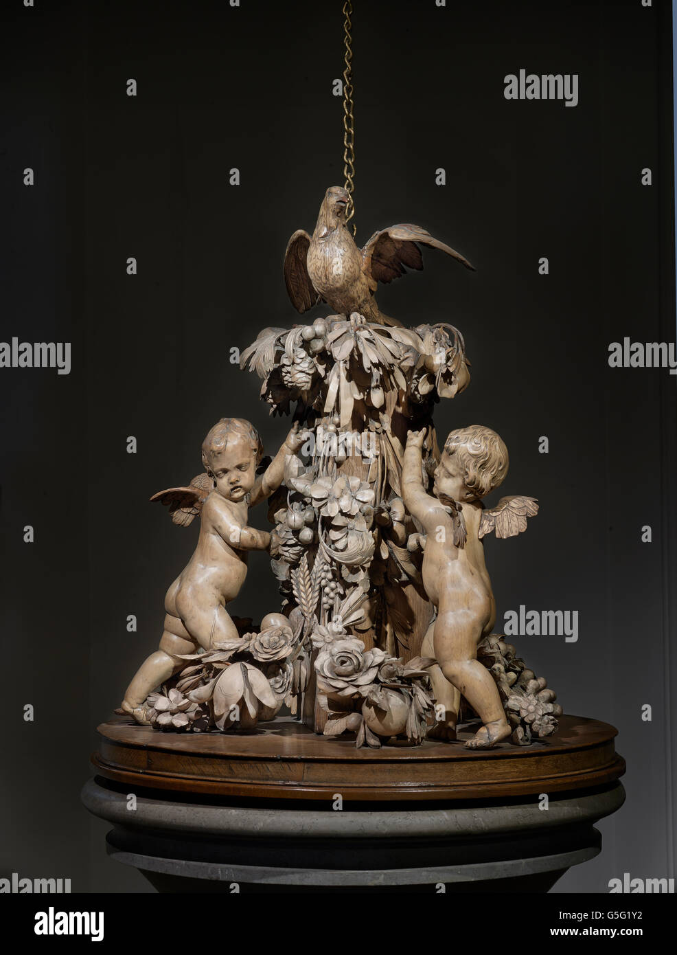 All Hallows by the Tower: Grinling Gibbons font cover - Stock Image