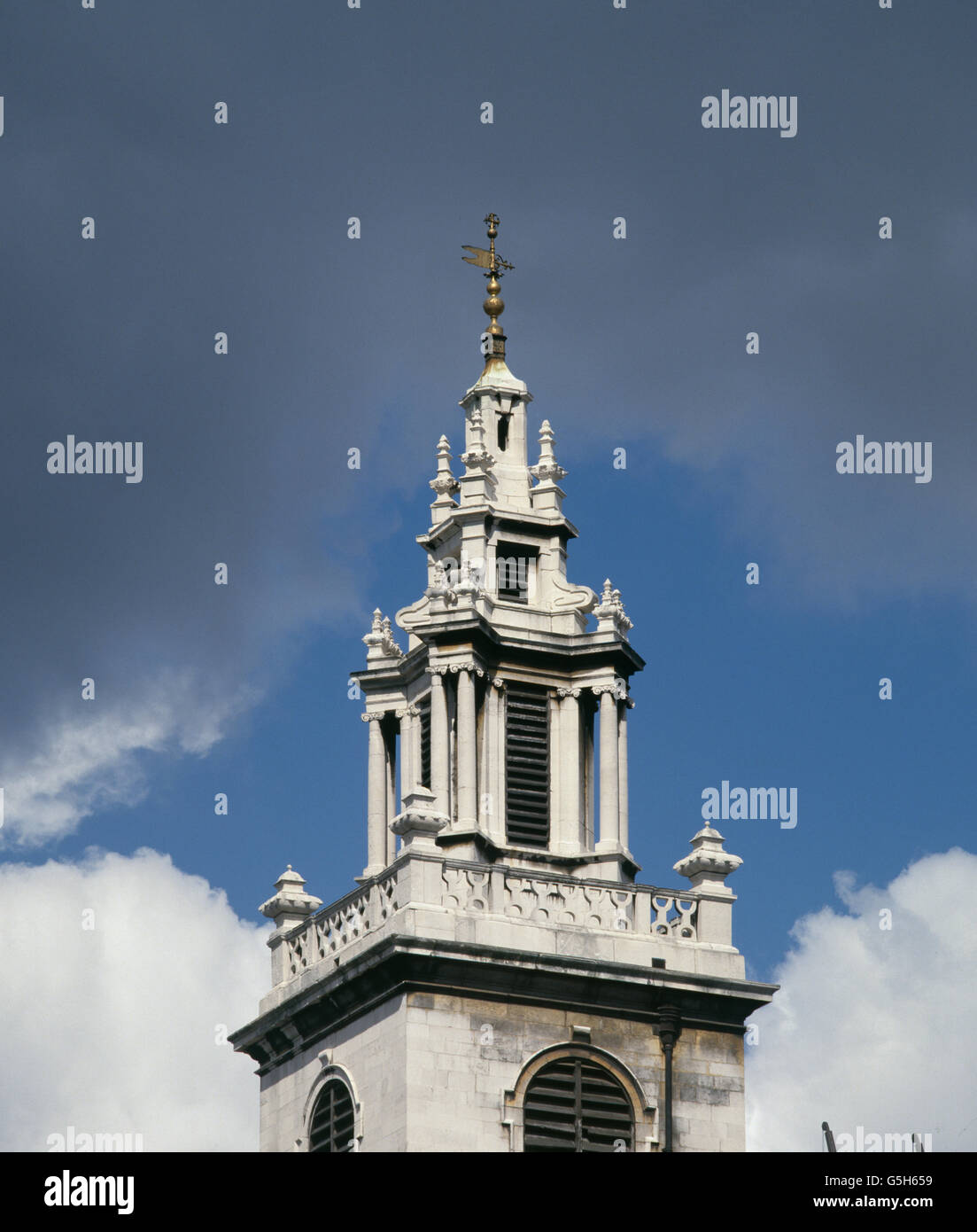 St James Garlickhythe, church in the City of London. The spire of about 1700 , was probably the work of Nicholas - Stock Image