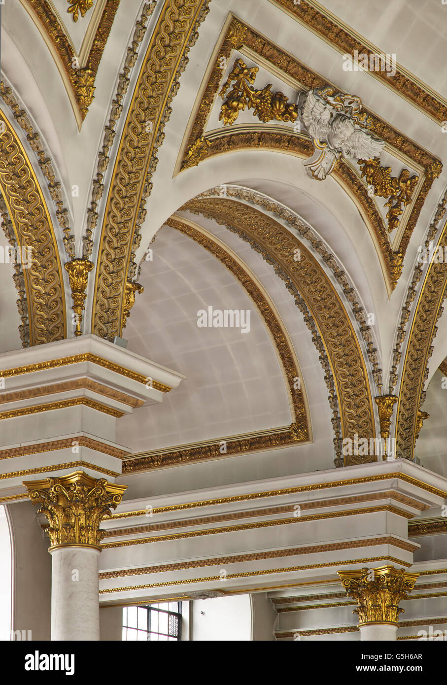 St James's PIccadilly, church in London by Christopher Wren. Interior nave vaulting - Stock Image