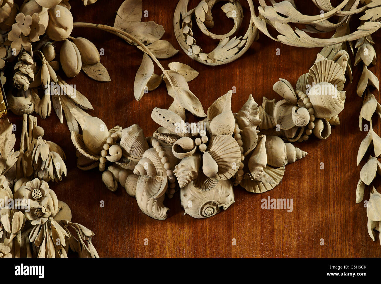 St James Garlickhythe, church in the City of London. By Sir Christopher Wren, 1676-1684. Grinling Gibbons reredos - Stock Image