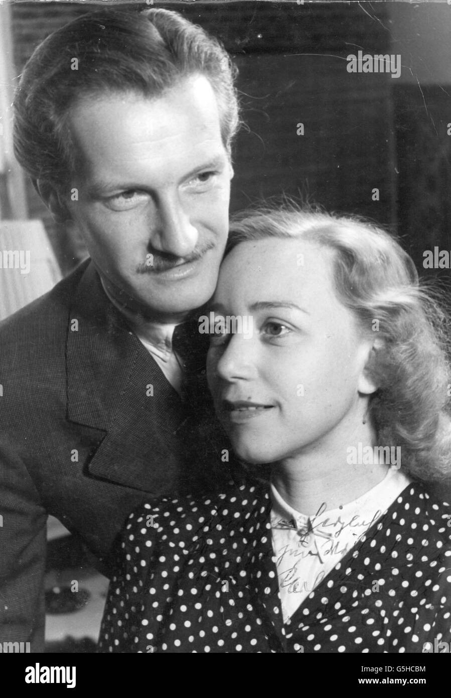 Schoenboeck, Karl, 4.2.1909 - 24.3.2001, Austrian actor, portrait, with not identified person, autograph, circa - Stock Image