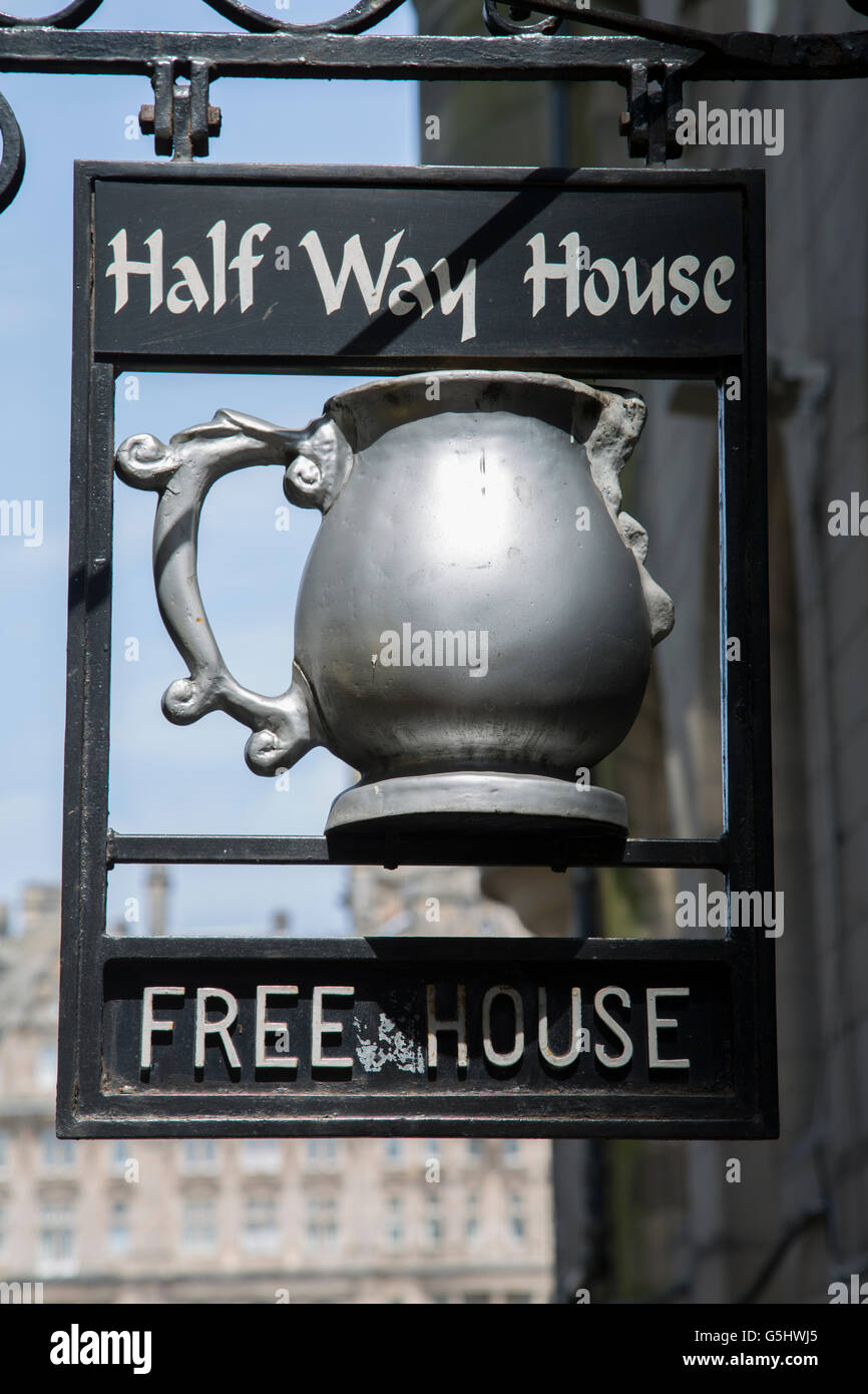 Halfway House Pub, Edinburgh, Scotland, UK - Stock Image
