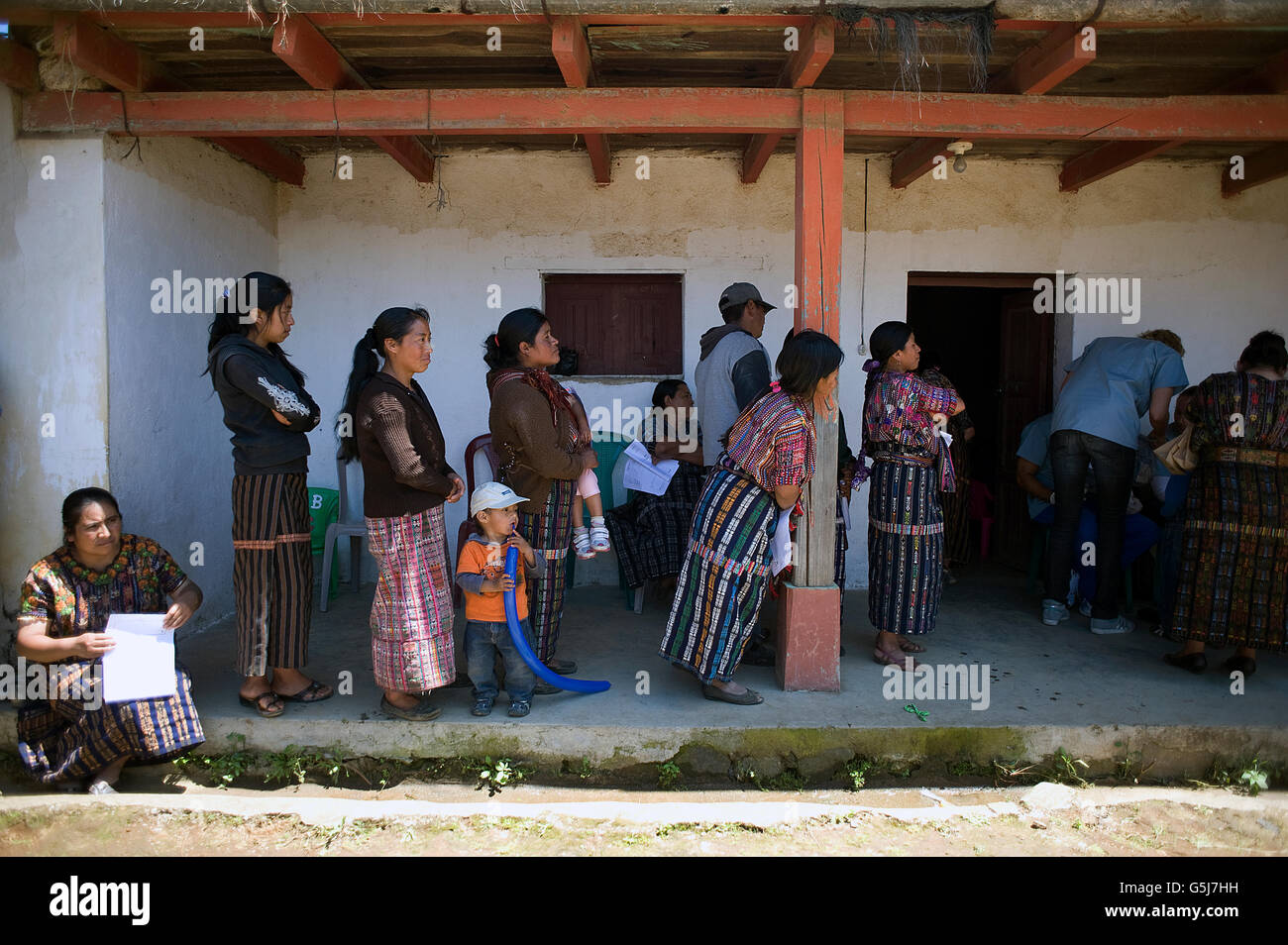 Maya indigenous people waits in line at medical clinic provided by local NPO in El Barranco in Solila, Guatemala. - Stock Image