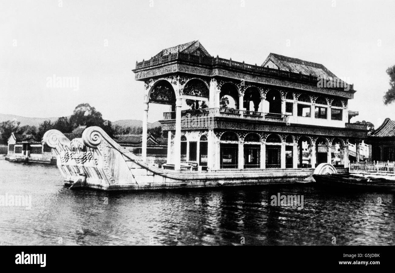 Ein prunkvolles Hausboot befährt die Gewässer, China 1910er Jahre. A luxurious house boat on a river, - Stock Image