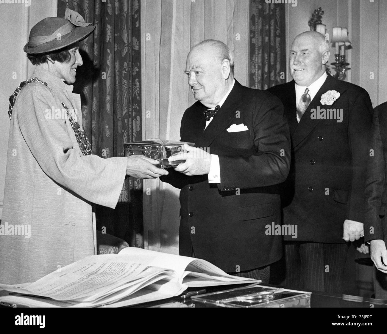 Sir Winston Churchill receives Freedom of Poole - 10 Downing Street - London - Stock Image