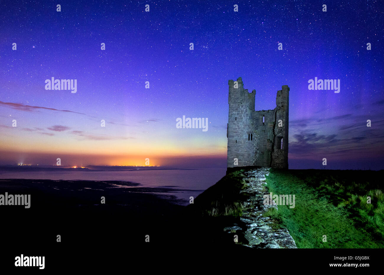 The Northern Lights Behind Lilburn Tower/Dunstanburgh Castle, Northumberland - Stock Image