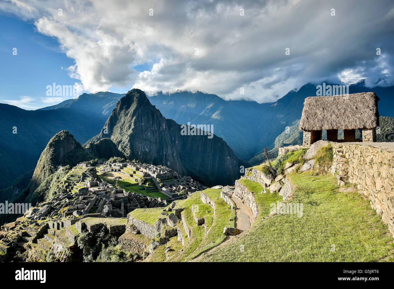 Guardhouse (right) and Machu Picchu ruins, Cusco, Peru - Stock Image