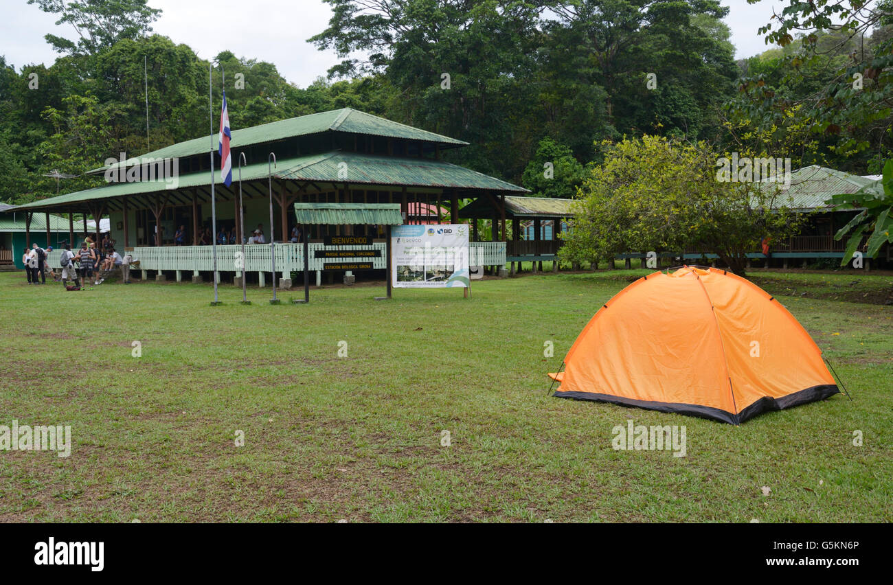 Camping in Corcovado National Park on the Osa Peninsula Costa Rica. Sirena Ranger Station - Stock Image