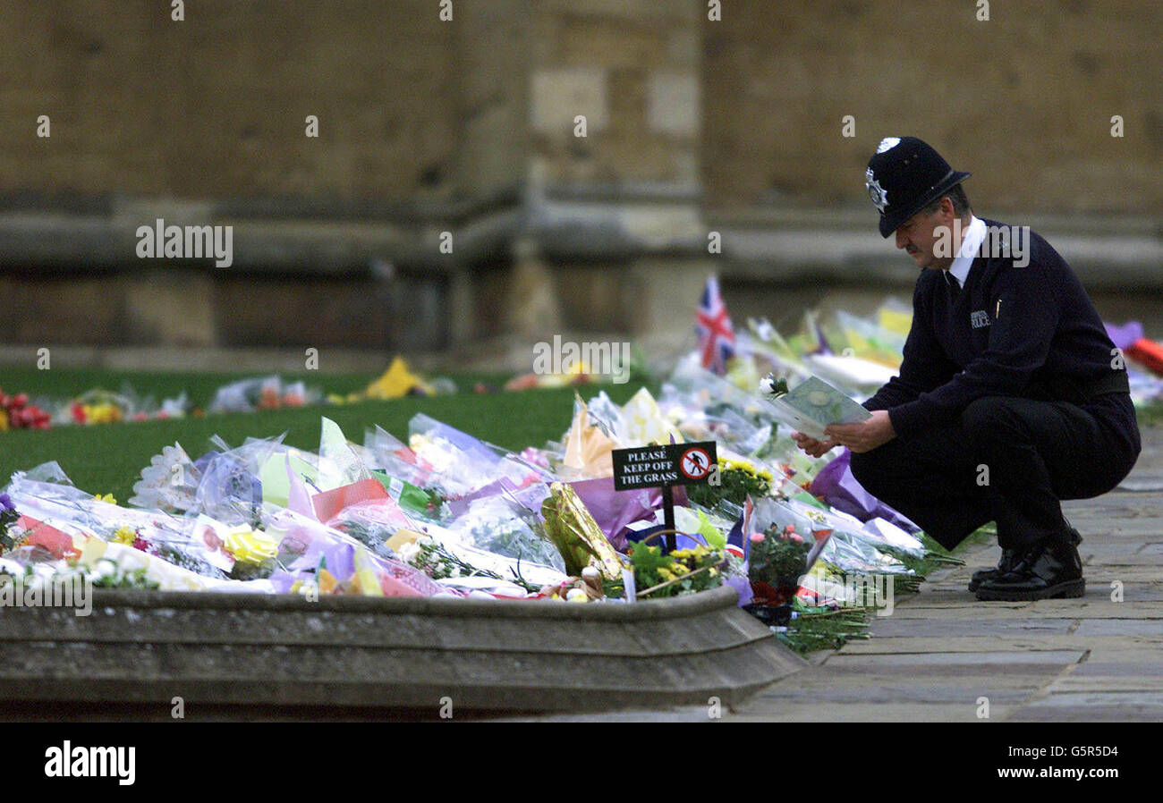 Queen Mother Death Flowers - Stock Image