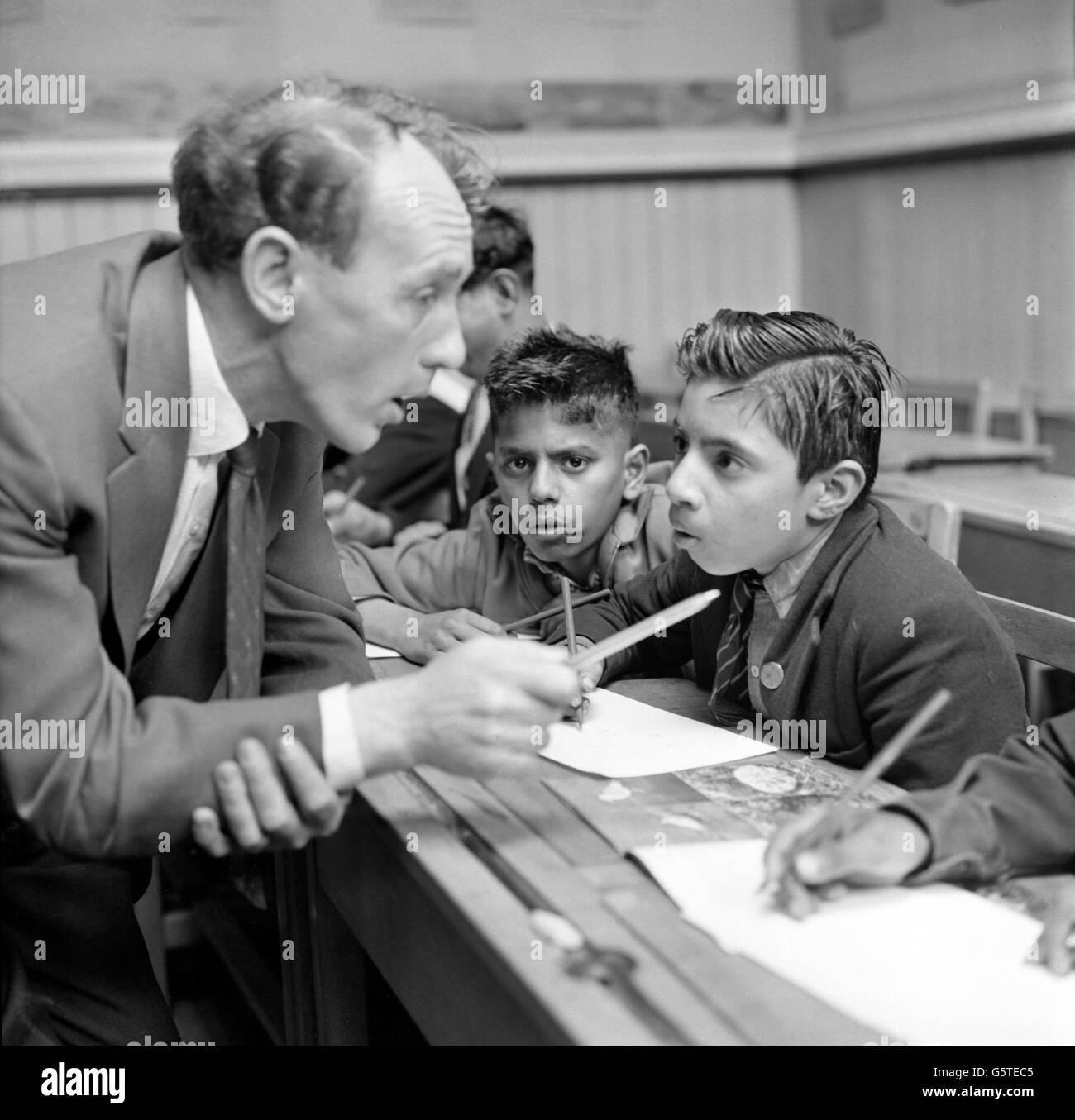 Education - Immigrant Children - English Lessons - Whetley Lane Secondary School - Bradford - Stock Image