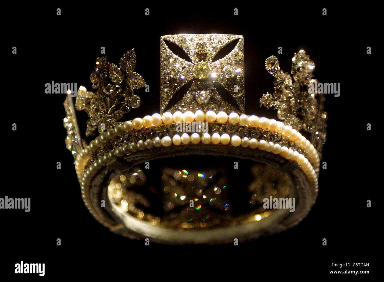 priceless on blue beauties link glorious was article jubilee s king all this necklace golden m brazil femail victoria missing in queen image have of stories glittering beautiful lavish fascinating commissioned tell necklaces wedding a gift occasion the canute diamond to