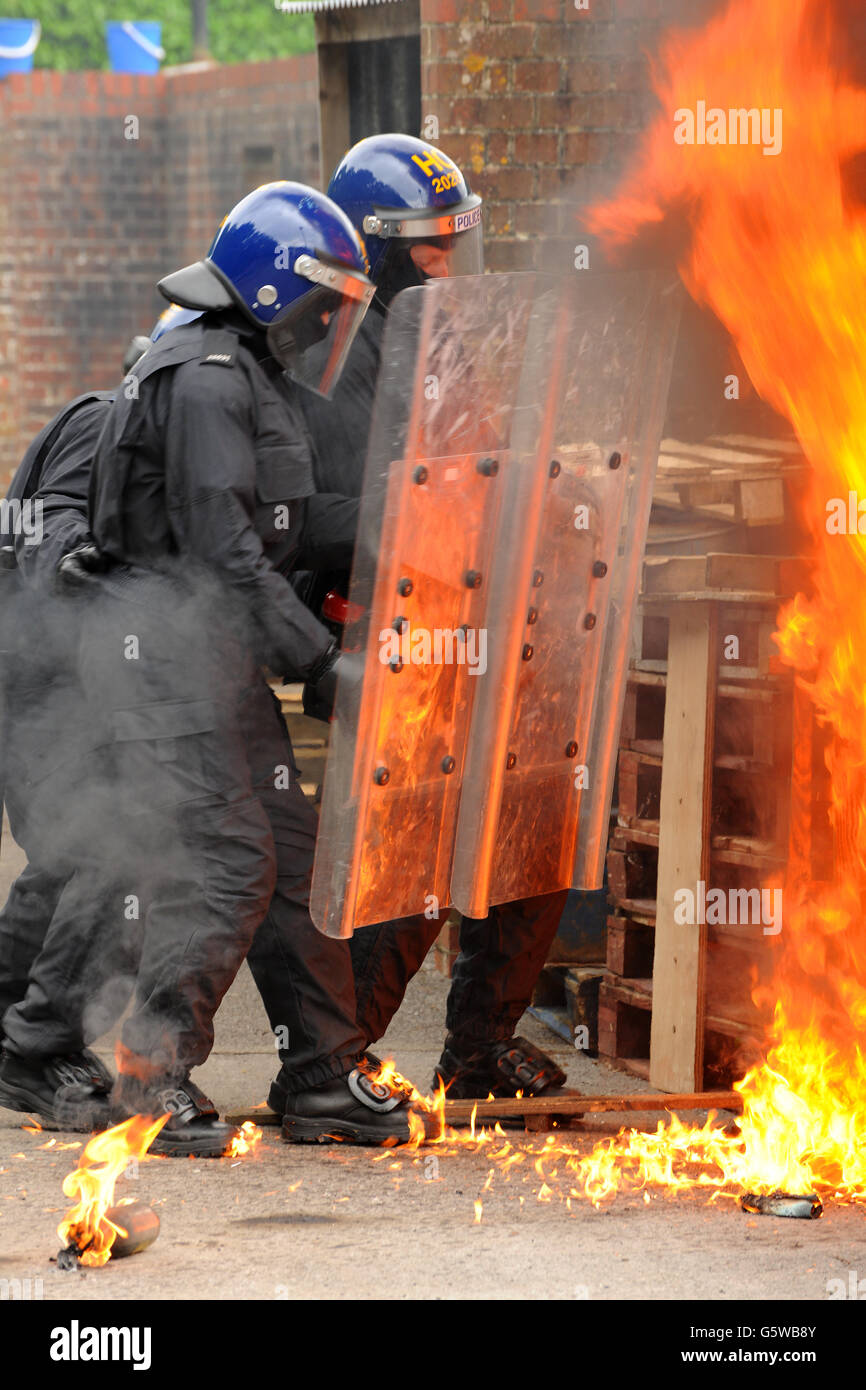 police riot officers public order tactics - Stock Image