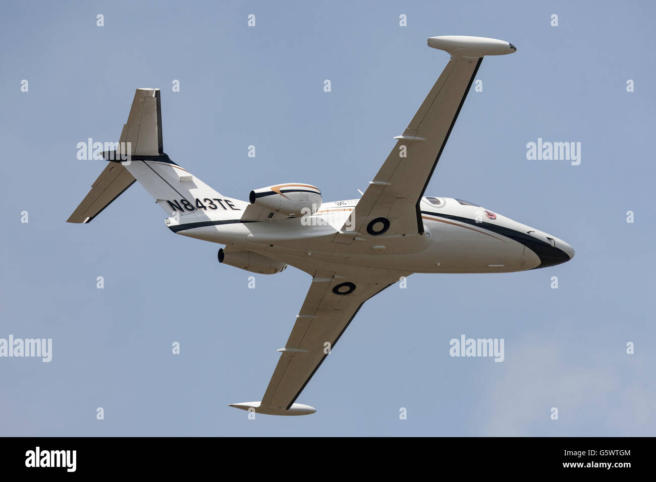 Eclipse 500 business jet N843TE being flown at the