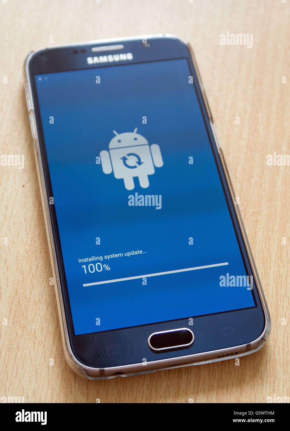 A Samsung Galaxy S6 is updated to the latest android software Stock Photo