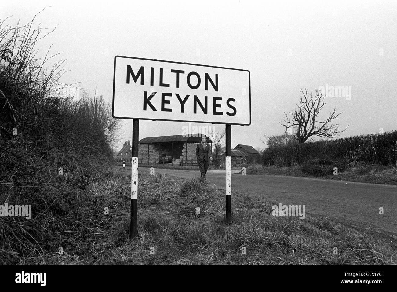 Milton Keynes Road Sign Stock Photos Amp Milton Keynes Road