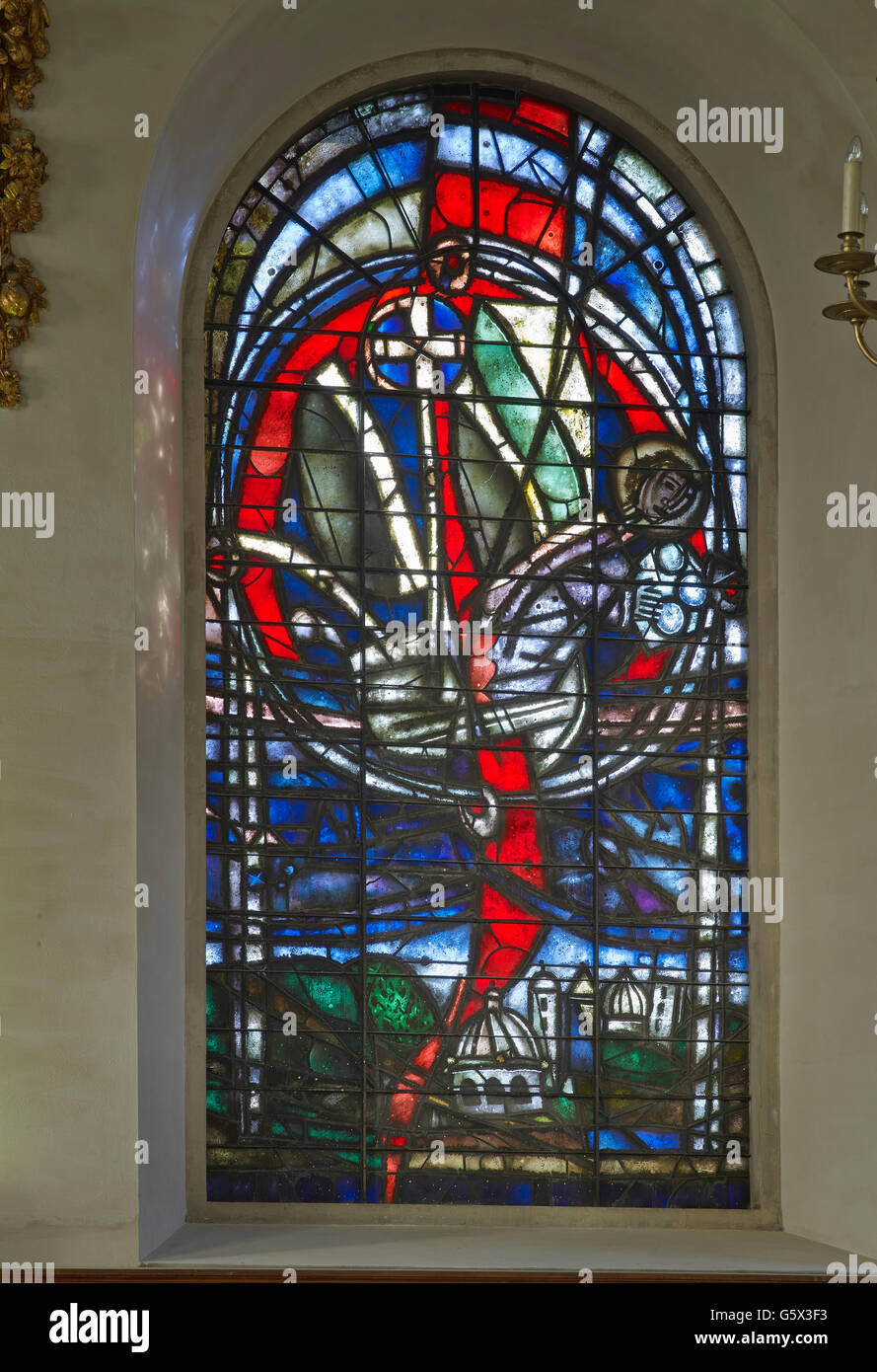 St Nicholas Cole Abbey, church in the City of London; stained glass window by Keith New, showing Rock of Christ - Stock Image
