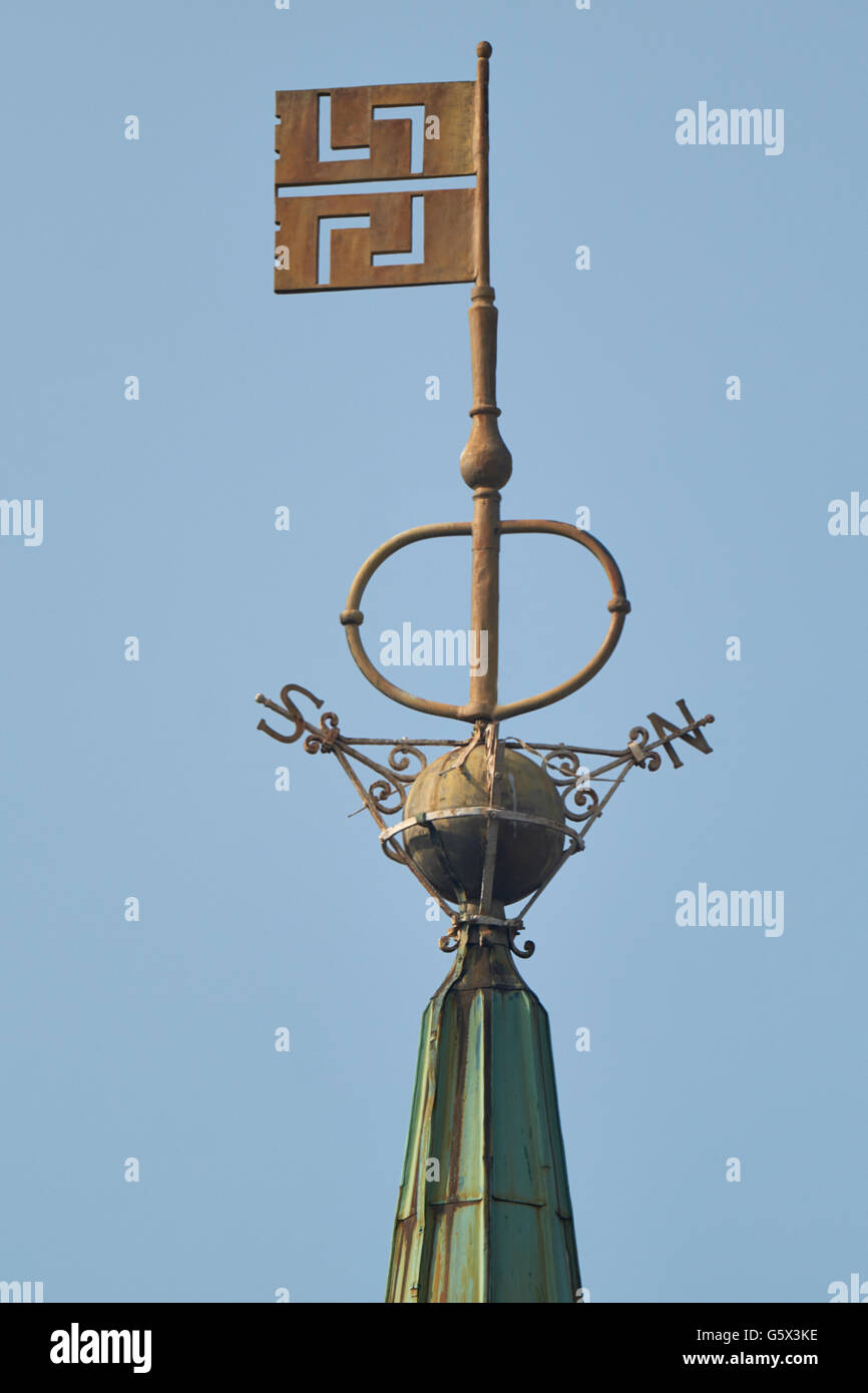 St Peter Cornhill, church in the City of London; weathervane key as symbol (attribute or emblem) of St Peter - Stock Image