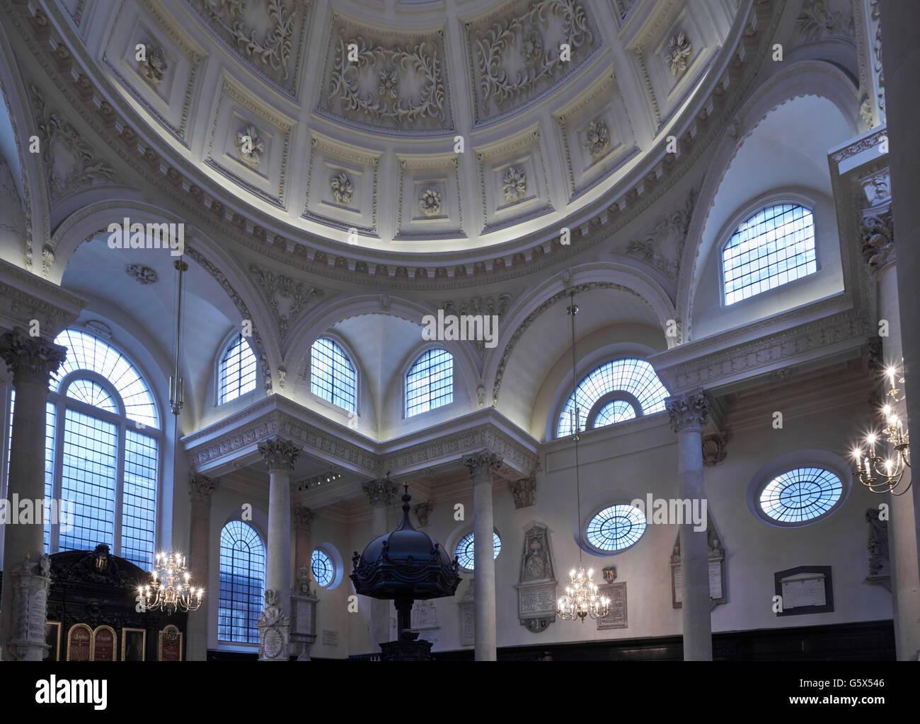 St Stephen Walbrook, church in the City of London; dome and entablature - Stock Image