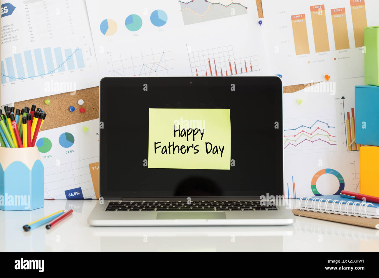 Happy Father S Day Sticky Note Pasted On The Laptop Screen Stock Photo Alamy