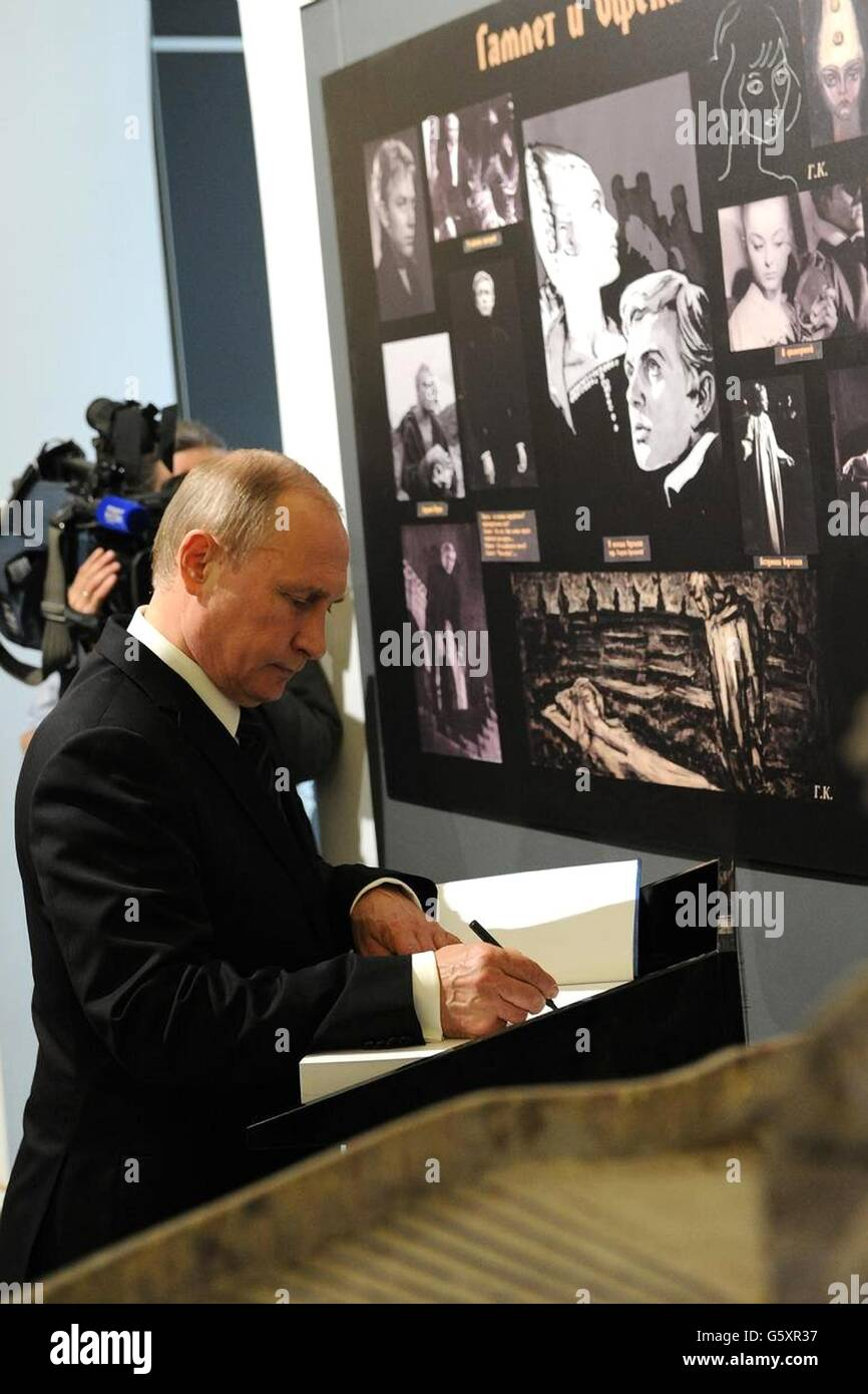 Russian President Vladimir Putin signs the guest book during a visit to Lenfilm studios June 20, 2016 in St.Petersburg, - Stock Image