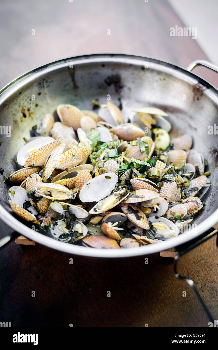 steamed fresh moules mussels in garlic lemon white wine and olive oil portuguese traditional bulhao pato style - Stock Image
