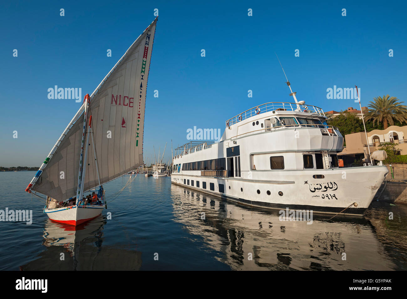 Single-masted sailing boat, dhow, passenger ship on the Nile, Luxor, Egypt Stock Photo