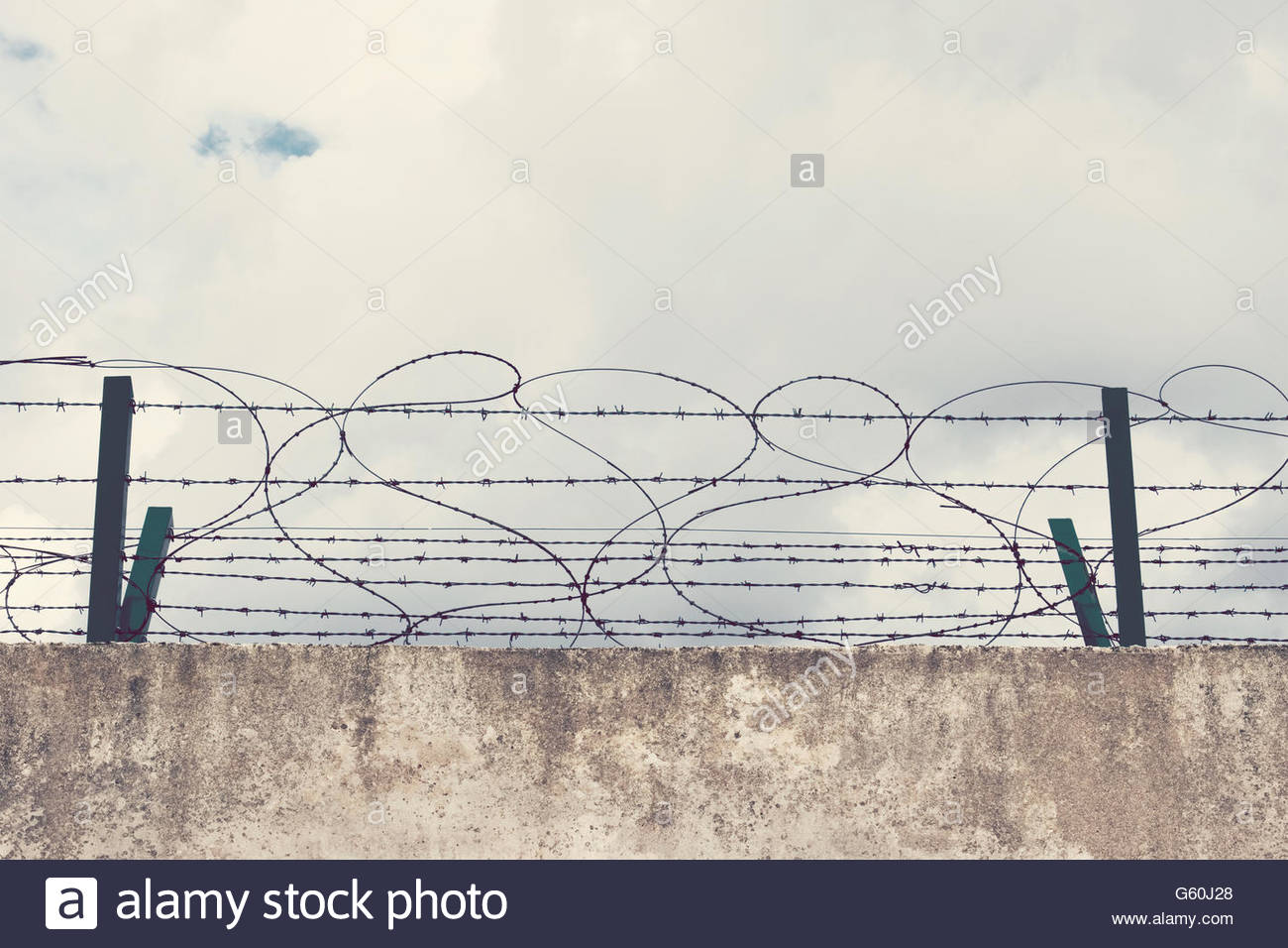Barbed Wire On The Berlin Wall Stock Photos & Barbed Wire On The ...