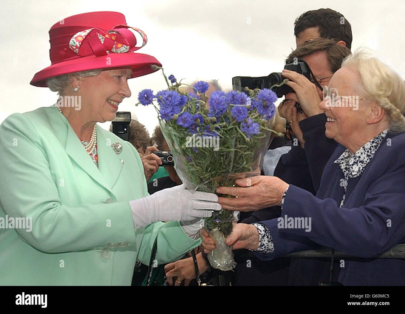 Queen Elizabeth II official opens City Hall - Stock Image