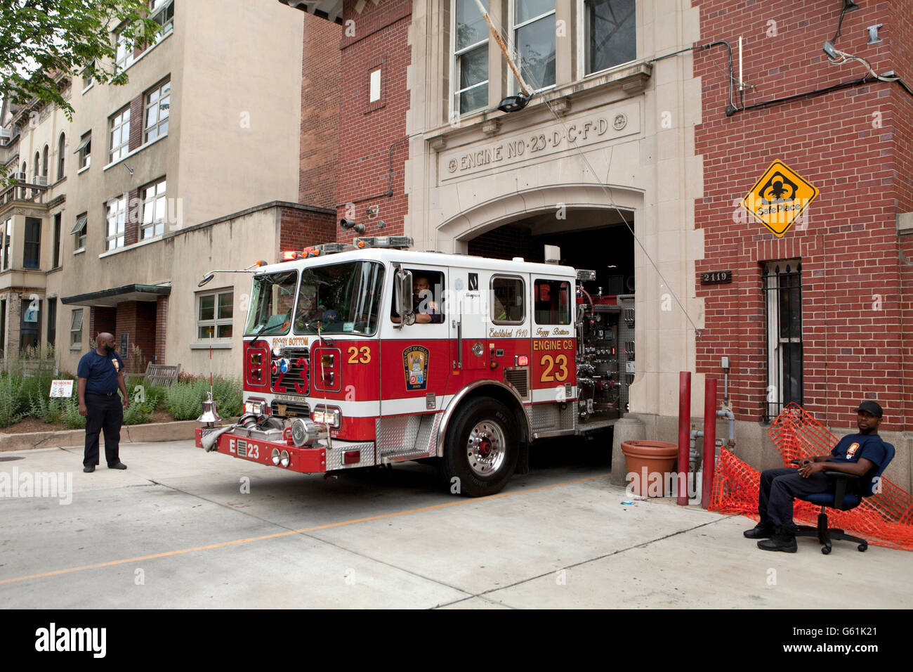 Fire truck backing into station - Washington, DC USA - Stock Image