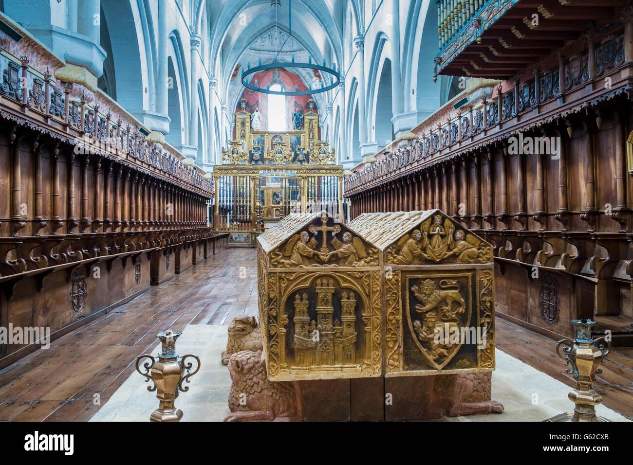 Španija  - Page 4 Abbey-monastery-of-santa-maria-la-real-de-las-huelgas-in-burgos-a-G62CXB