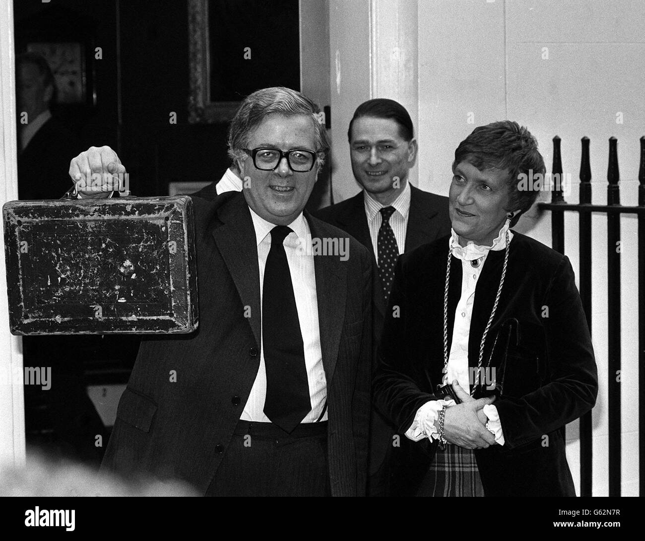 Sir Geoffrey Howe with budget - Stock Image