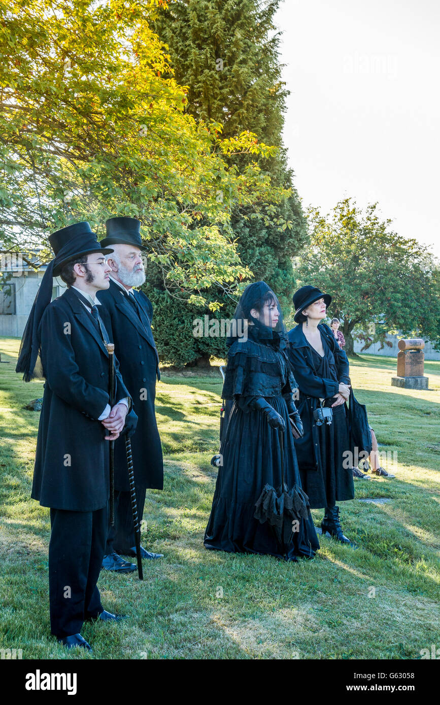 Costume Society members dressed in traditional mourning attire  at Mountain View Cemetery, Vancouver, British Columbia, - Stock Image