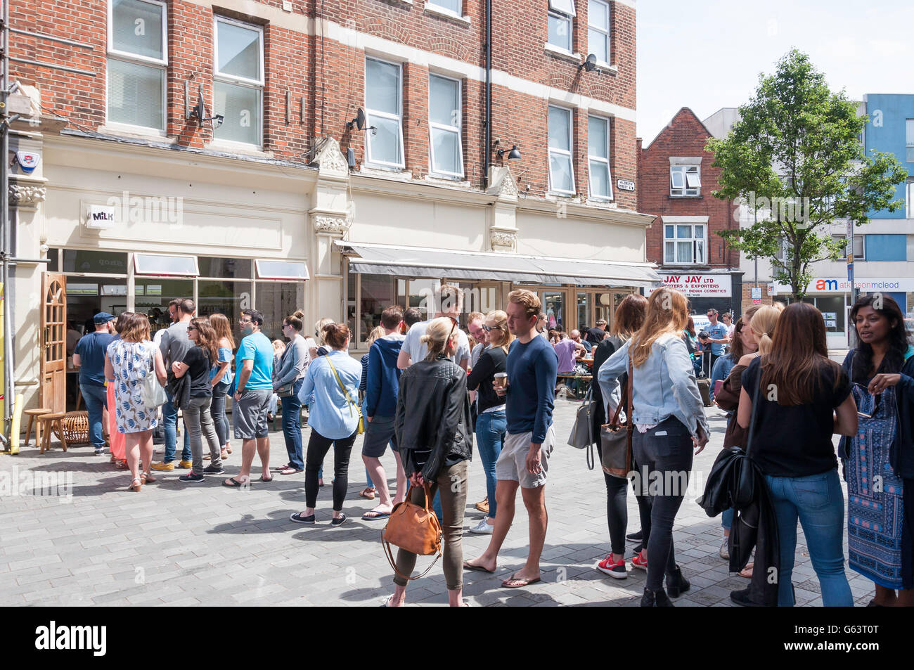 Lunchtime queue for Milk Cafe, Hildreth Street, Balham, London Borough of Wandsworth, Greater London, England, United - Stock Image