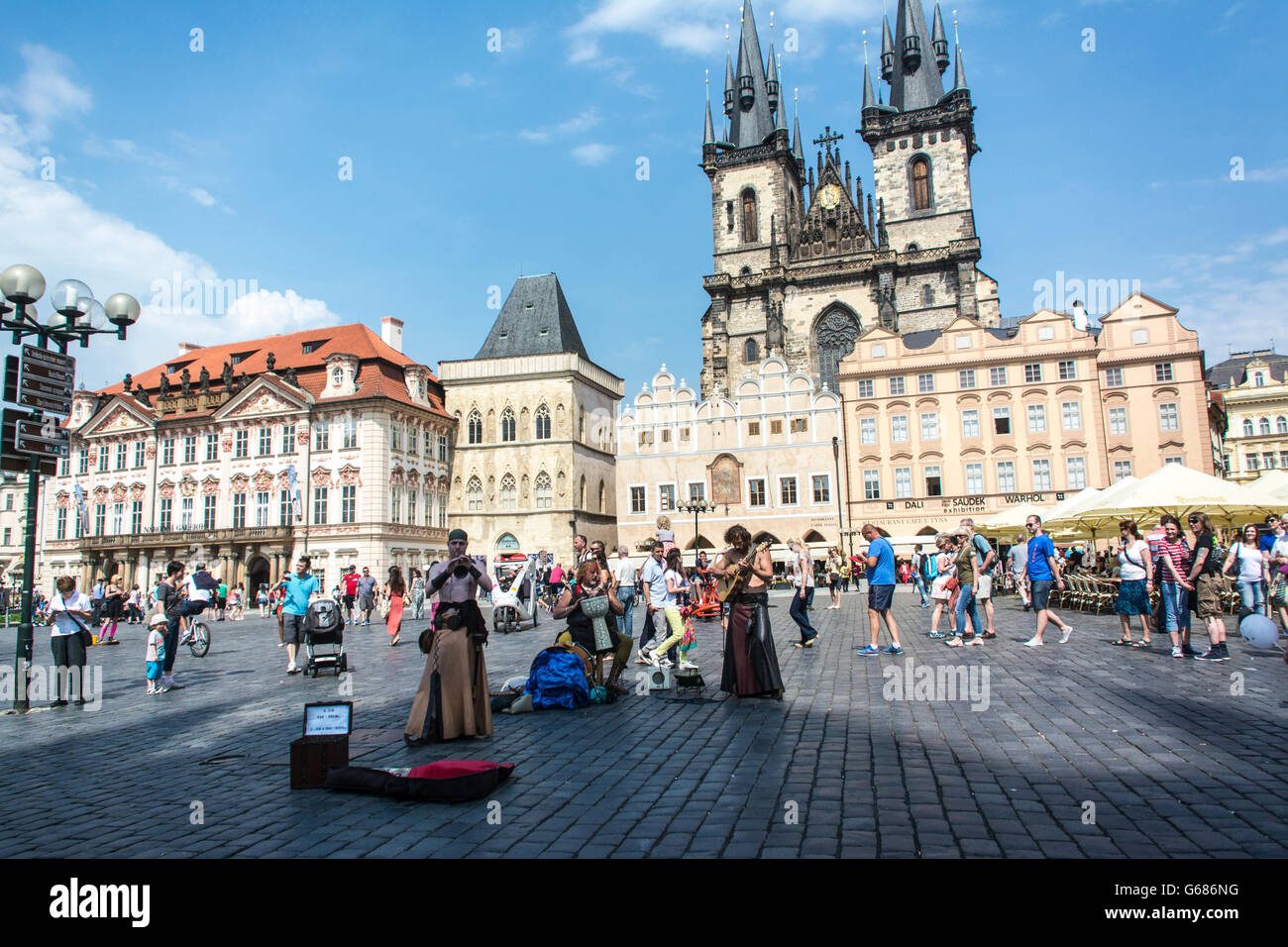 artists and tourists on Prague Square - Stock Image