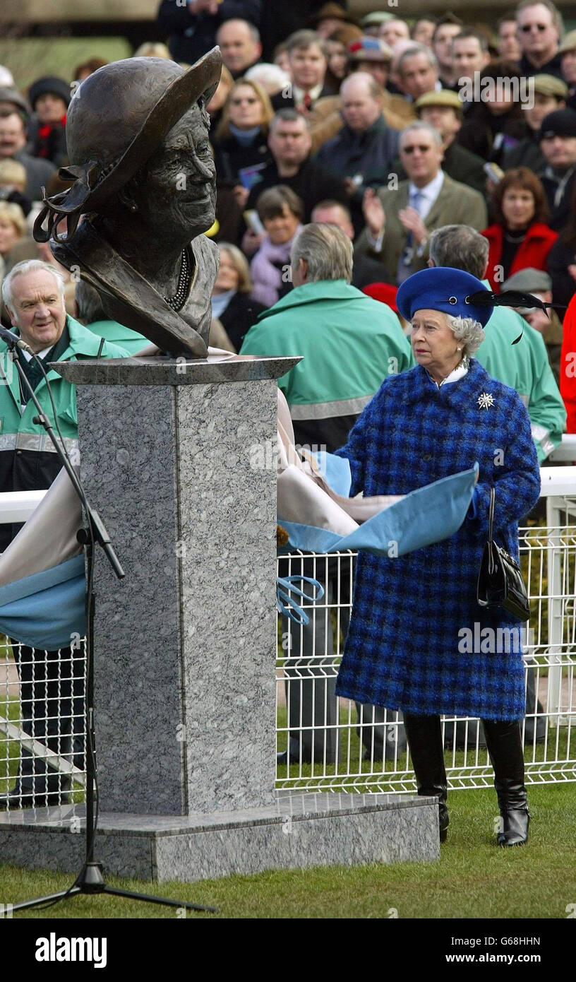Britain's Queen Elizabeth II unveiles a bronze bust of the Queen Mother at Cheltenham racecourse on Gold Cup day. The Queen was due to present the Tote Cheltenham Gold Cup in her first visit to the Cheltenham Festival since 1951, when as Princess Elizabeth she accompanied her mother. Stock Photo