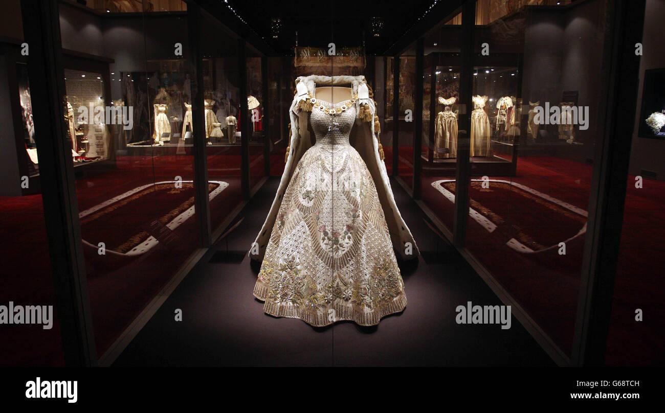Elizabeth Ii Coronation Dress Stock Photos & Elizabeth Ii Coronation ...