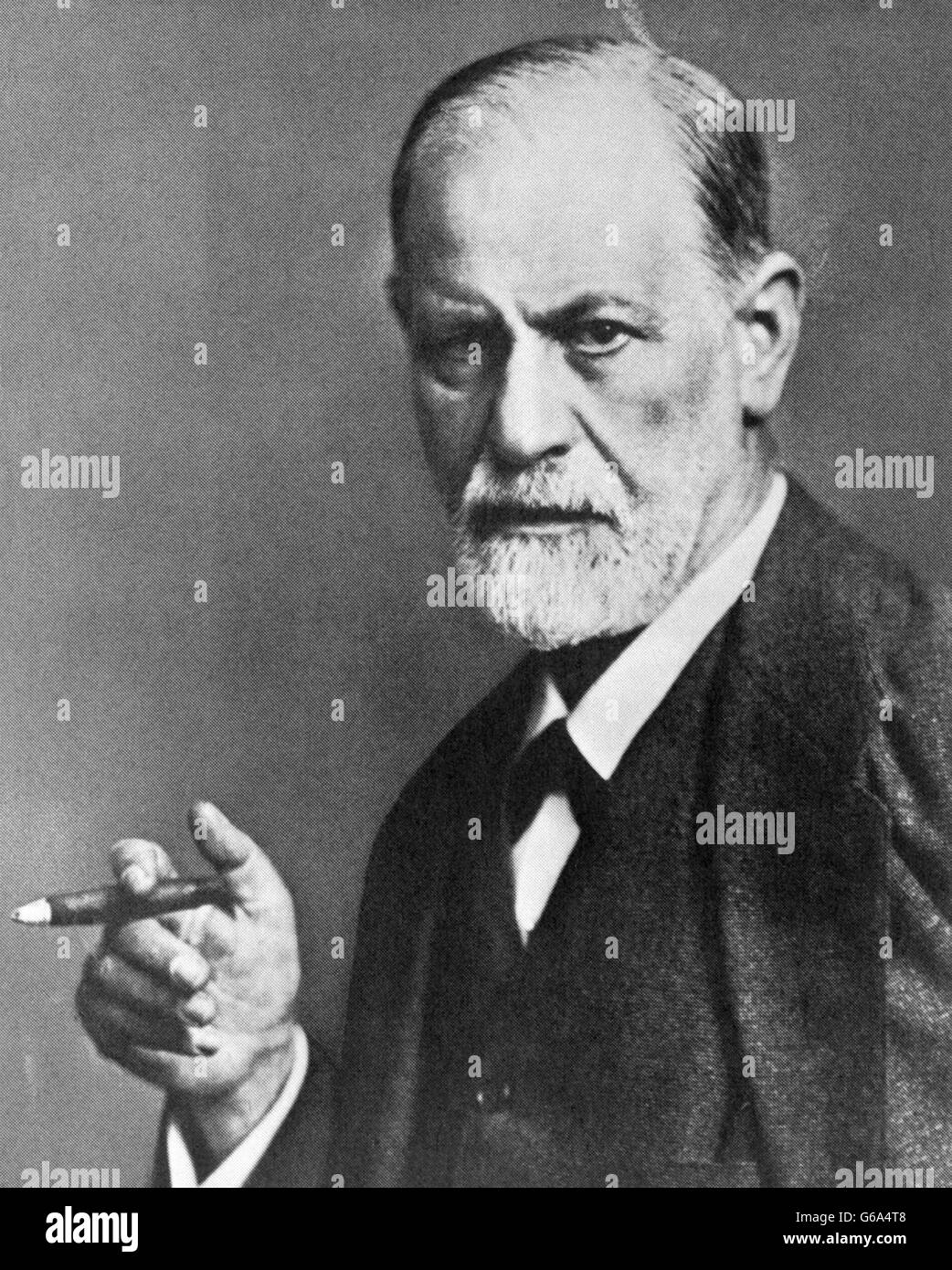 1920s Portrait of Sigmund Freud looking serious smoking a cigar by MAX HALBERSTADT - Stock Image