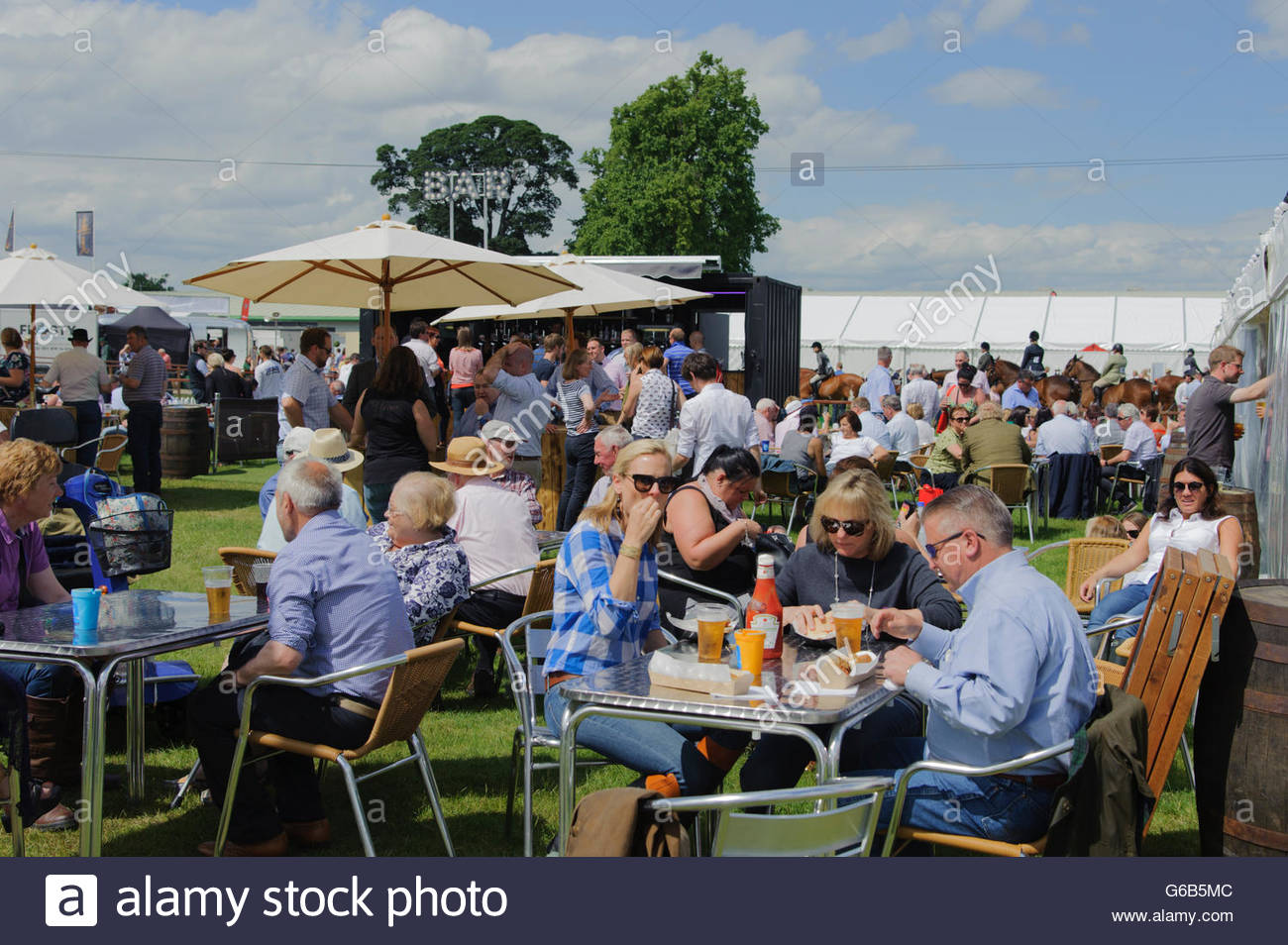 Edinburgh, UK. 23rd June, 2016. Visitors to the show enjoying their refreshments in the glorious weather.  The Royal - Stock Image