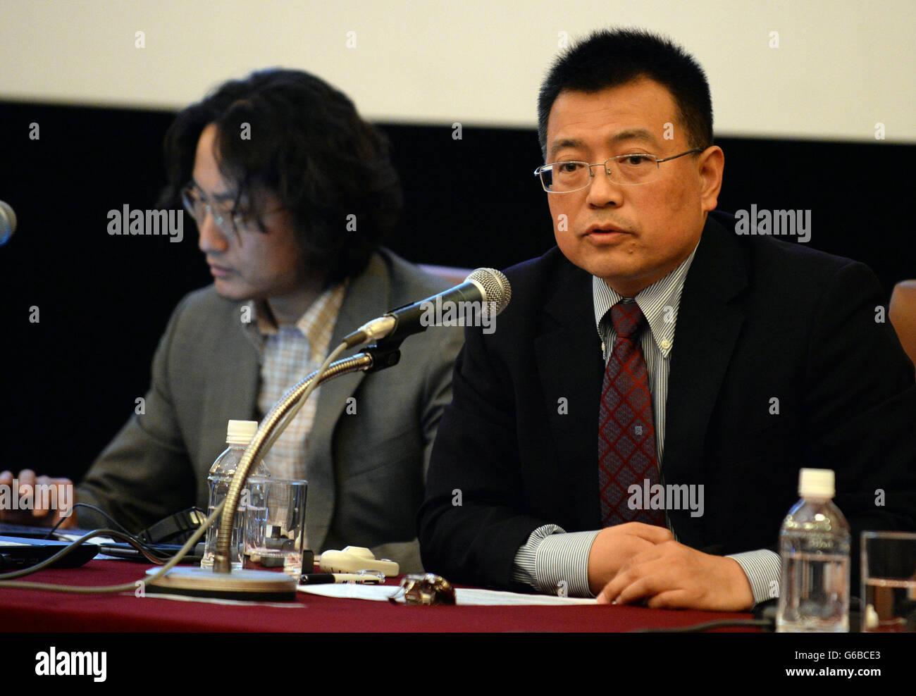 Tokyo, Japan. 24th June, 2016. Yu Tiejun (R), associate professor at the School of International Studies of Peking - Stock Image