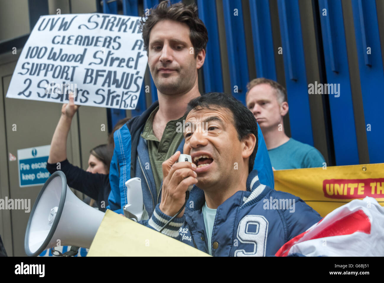London, UK. June 29th, 2016. Striking cleaner Victor Ramirez, a member of the United Voices of the World union employed Stock Photo