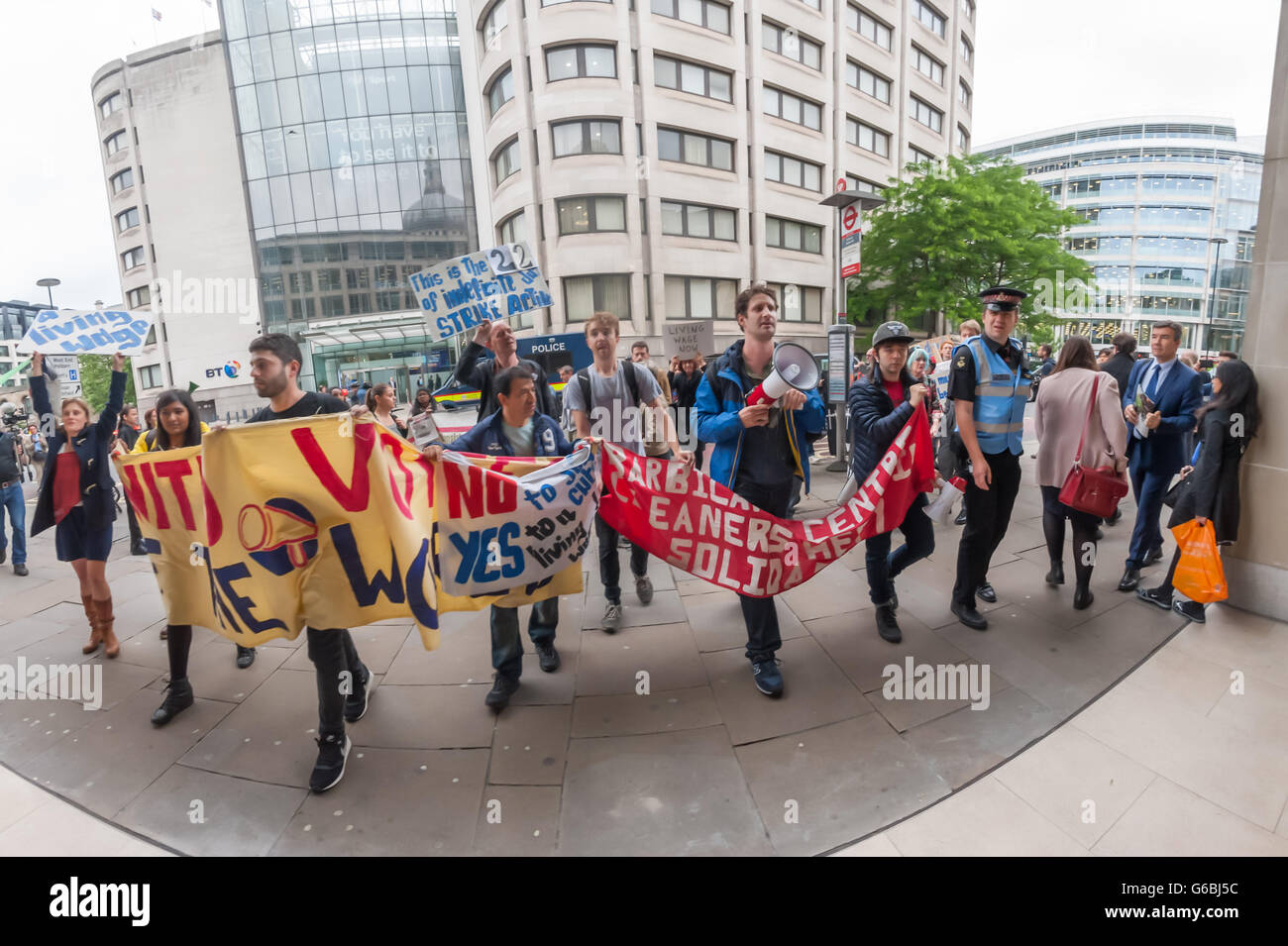 London, UK. June 29th, 2016. Cleaners belonging to the United Voices of the World union employed by anti-union cleaning Stock Photo