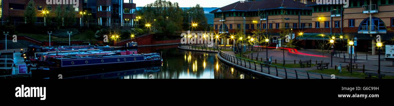 panoramic night scene of Boats, offices and restaurants at The Waterfront, Merry Hill, Brierley Hill, West Midlands - Stock Image
