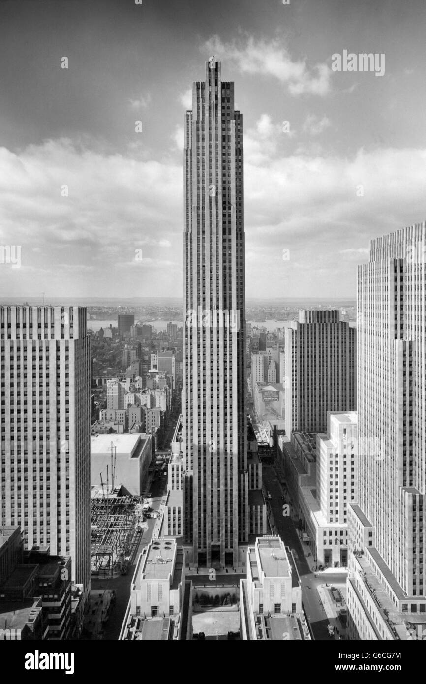 1940s ROCKEFELLER CENTER RCA BUILDING with ASSOCIATED PRESS BUILDING IN FOREGROUND NEW YORK CITY USA - Stock Image